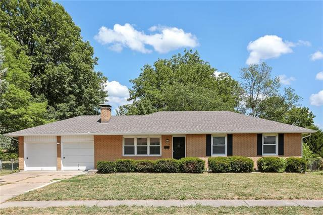 7413 Hedges Avenue, Raytown, MO 64133 (#2113653) :: No Borders Real Estate