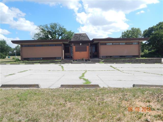 5211 E 112th Terrace, Kansas City, MO 64137 (#2113773) :: Edie Waters Network