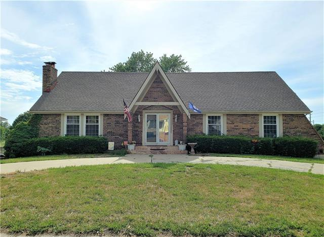 1713 NE 4th Street, Blue Springs, MO 64014 (#2113834) :: Edie Waters Network