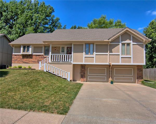706 SE Country Lane, Lee's Summit, MO 64063 (#2113862) :: No Borders Real Estate