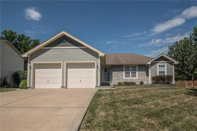506 N Franklin Street, Raymore, MO 64083 (#2113913) :: Char MacCallum Real Estate Group