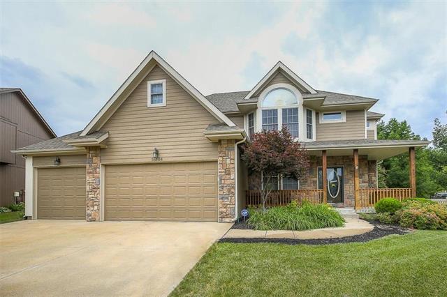 16104 S Laurelwood Street, Olathe, KS 66062 (#2114037) :: No Borders Real Estate