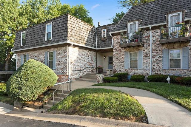 5718 Metcalf Court, Overland Park, KS 66202 (#2114067) :: Char MacCallum Real Estate Group