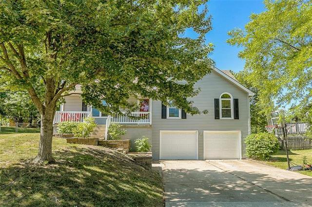 509 SW Bonanza Drive, Lee's Summit, MO 64081 (#2114085) :: Kedish Realty Group at Keller Williams Realty
