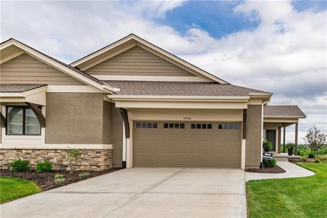 11504 S Waterford Drive, Olathe, KS 66061 (#2114114) :: Edie Waters Network