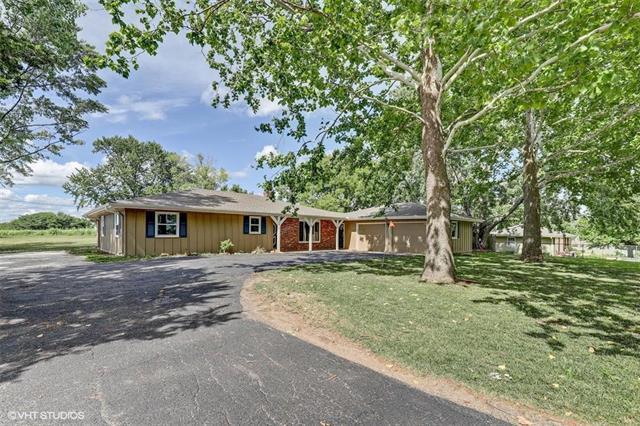 15264 Prairie View Road, Bonner Springs, KS 66012 (#2114122) :: Kedish Realty Group at Keller Williams Realty