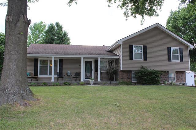 1120 NE Barnes Drive, Lee's Summit, MO 64086 (#2114141) :: Kedish Realty Group at Keller Williams Realty