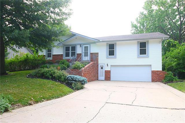 5603 NW Raintree Drive, Parkville, MO 64152 (#2114195) :: Edie Waters Network