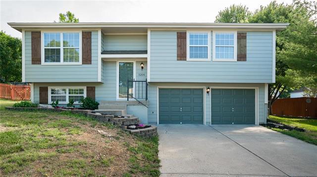 5209 NW Pennington Lane, Blue Springs, MO 64015 (#2114277) :: No Borders Real Estate