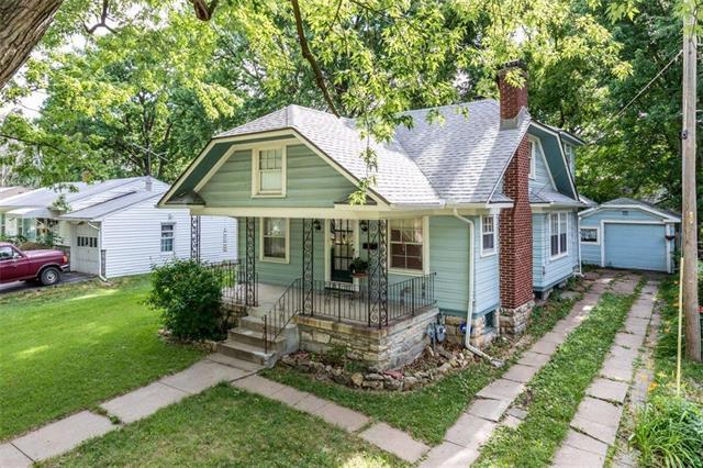 7714 Summit Street, Kansas City, MO 64114 (#2114957) :: Edie Waters Network