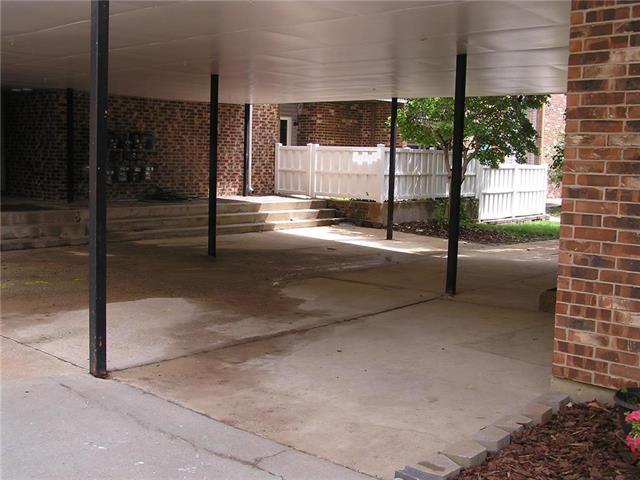 10236 W 96th Street, Overland Park, KS 66212 (#2115154) :: Edie Waters Network
