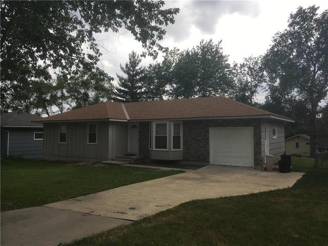 9412 Manchester Avenue, Kansas City, MO 64138 (#2115248) :: Edie Waters Network
