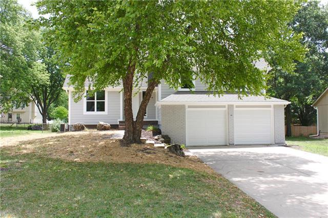 14009 S Cottonwood Drive, Olathe, KS 66062 (#2115353) :: Edie Waters Network