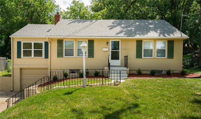 5237 Riggs Street, Mission, KS 66202 (#2115406) :: Team Real Estate