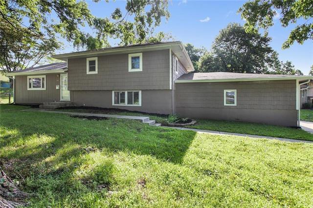 7900 NE Gracemore Drive, Kansas City, MO 64119 (#2115513) :: Edie Waters Network
