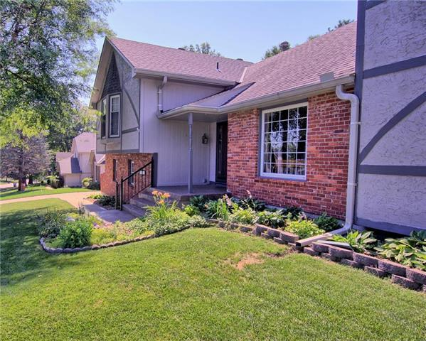 18605 E 28TH Terrace, Independence, MO 64057 (#2115516) :: Edie Waters Network