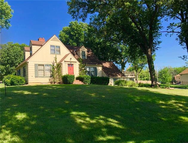 5621 NE Doniphan Lane, Village Of Oaks, MO 64118 (#2115642) :: Edie Waters Network