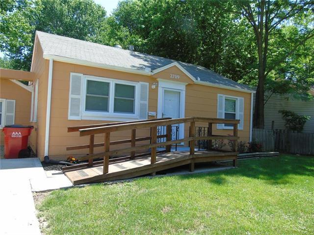 2709 S Norwood Avenue, Independence, MO 64052 (#2115887) :: Edie Waters Network