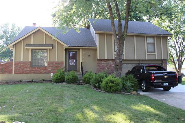 13202 Eastern Street, Grandview, MO 64030 (#2115898) :: Edie Waters Network