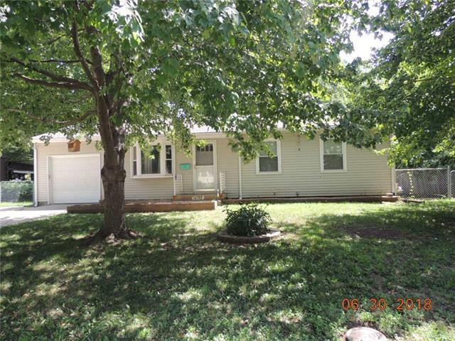 13707 11th Street, Grandview, MO 64030 (#2115992) :: Edie Waters Network