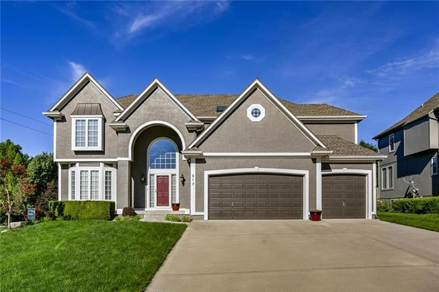 217 NE Hidden Ridge Circle, Lee's Summit, MO 64064 (#2115994) :: Edie Waters Network