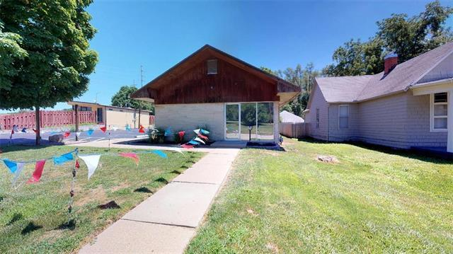 1116 N Broadway Street, Leavenworth, KS 66048 (#2116001) :: The Shannon Lyon Group - ReeceNichols