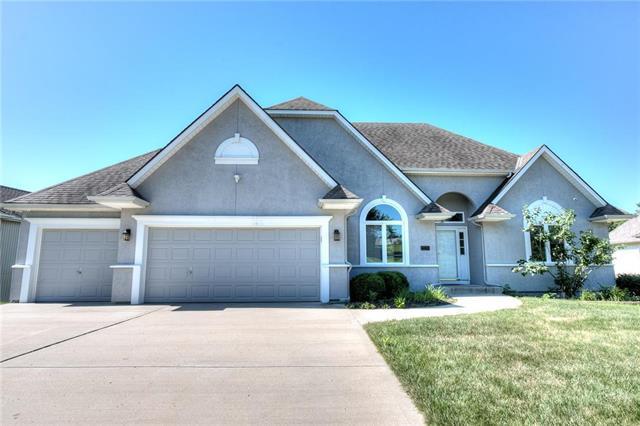 2209 NW 82nd Court, Kansas City, MO 64151 (#2116113) :: Edie Waters Network