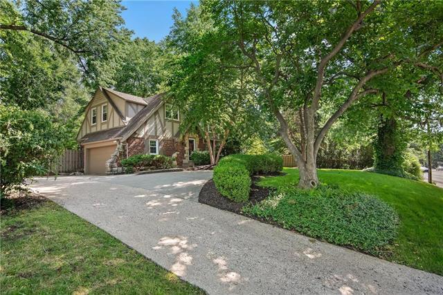 3900 Shawnee Mission Parkway, Fairway, KS 66205 (#2116131) :: Char MacCallum Real Estate Group