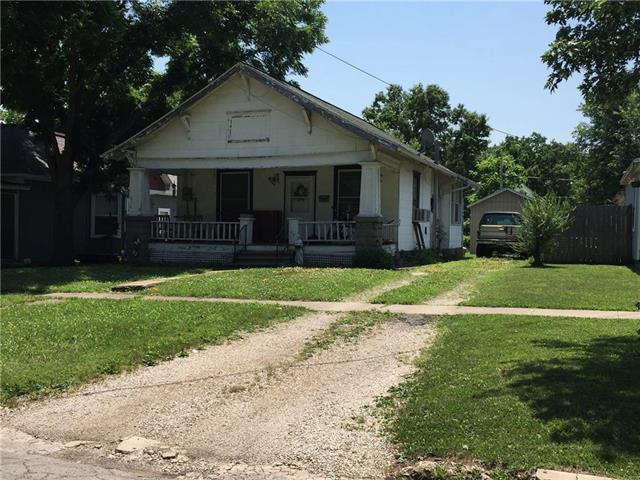 411 Walnut Avenue, Osawatomie, KS 66064 (#2116136) :: Edie Waters Network