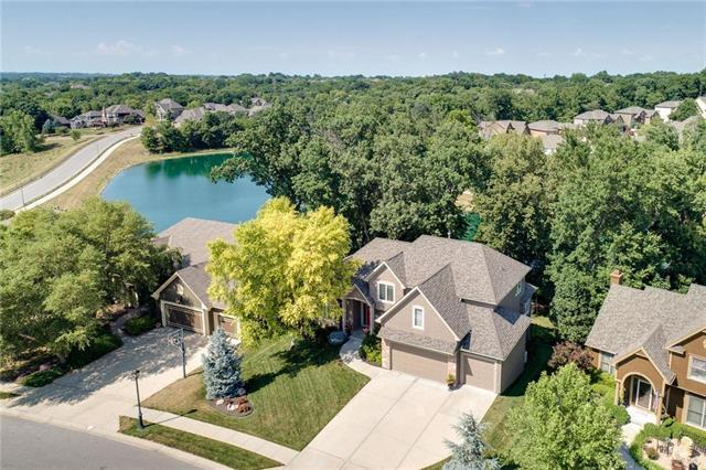 6195 NW White Oak Drive, Parkville, MO 64152 (#2116163) :: Edie Waters Network