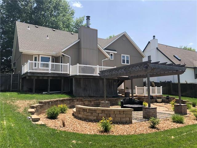 1005 NW Forest Drive, Blue Springs, MO 64015 (#2116344) :: Edie Waters Network