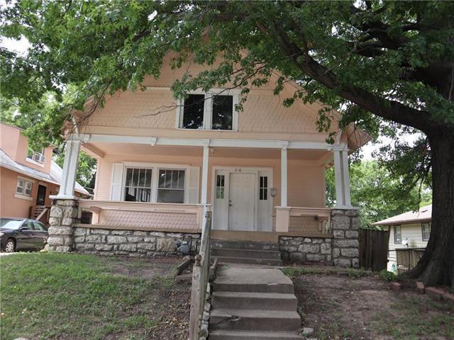 218 N Kensington Avenue, Kansas City, MO 64123 (#2116470) :: Edie Waters Network