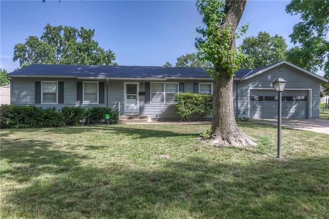 13701 10TH Terrace, Grandview, MO 64030 (#2116489) :: Edie Waters Network