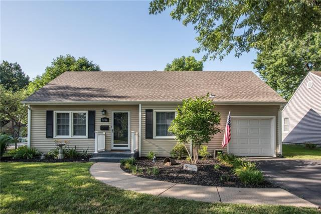 5011 W 50th Terrace, Roeland Park, KS 66205 (#2116533) :: Char MacCallum Real Estate Group