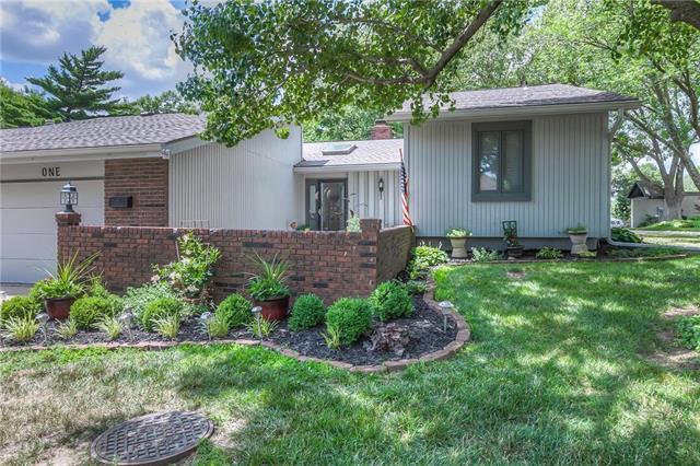 1 Woodbridge Lane, Kansas City, MO 64145 (#2116553) :: Edie Waters Network