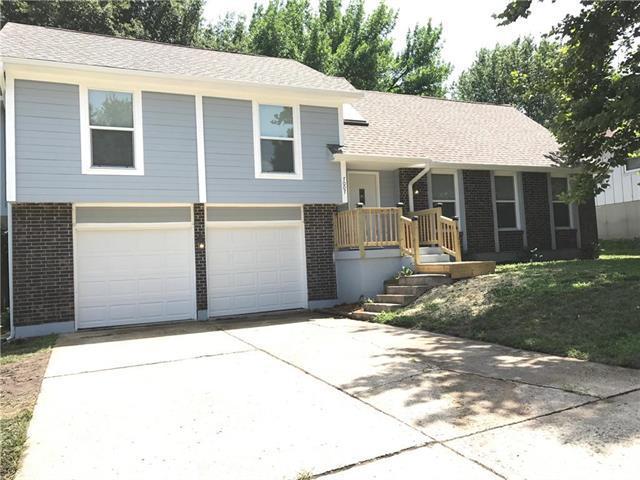 7007 E 132 Street, Grandview, MO 64030 (#2116603) :: Edie Waters Network