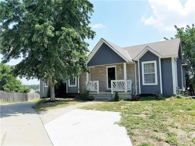 419 SW Foot Hill Drive, Grain Valley, MO 64029 (#2116676) :: Edie Waters Network