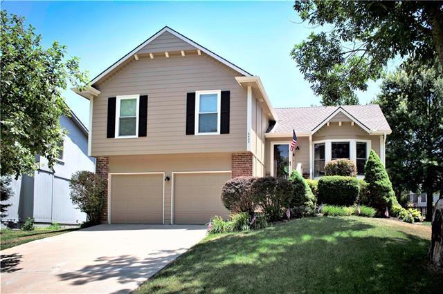 6435 Roundtree Street, Shawnee, KS 66226 (#2116680) :: Edie Waters Network