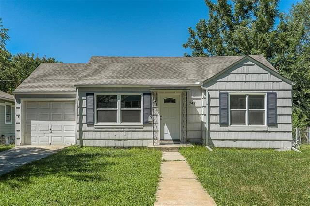 748 E 72nd Terrace, Kansas City, MO 64131 (#2116785) :: Edie Waters Network