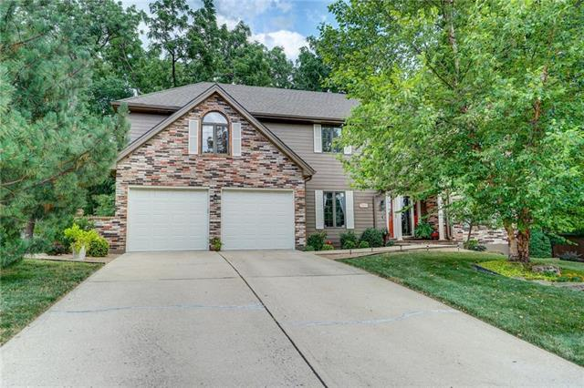 2300 NW Fawn Drive, Blue Springs, MO 64015 (#2116831) :: NestWork Homes