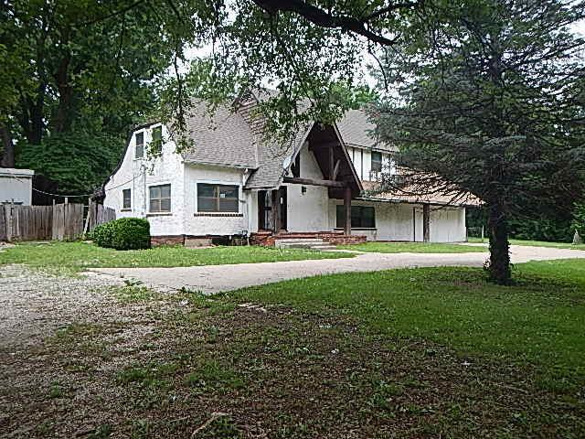 11400 Grandview Road, Kansas City, MO 64137 (#2117039) :: Edie Waters Network