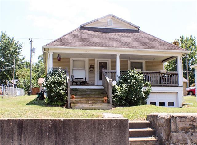 1037 Main Street, Osawatomie, KS 66064 (#2117046) :: Edie Waters Network
