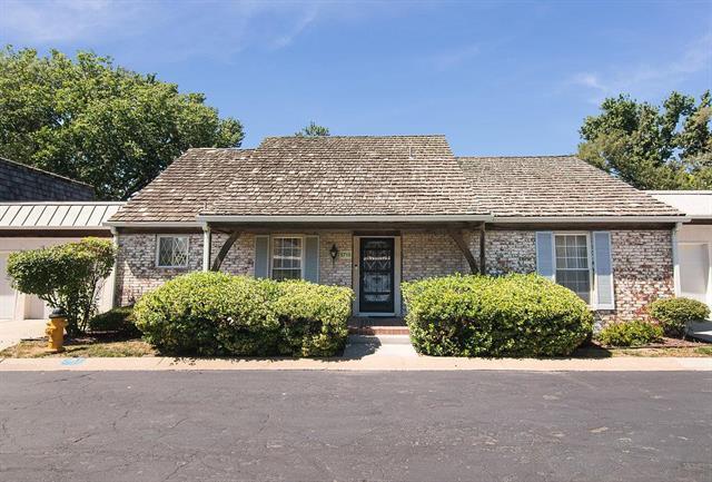 5710 Metcalf Court, Overland Park, KS 66202 (#2117185) :: HergGroup Kansas City