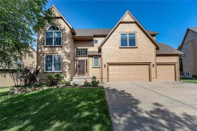 14306 Ballentine Lane, Overland Park, KS 66221 (#2117261) :: Edie Waters Network