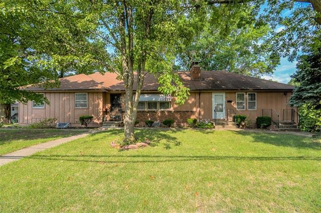 6000 Blue Ridge Cutoff Street, Raytown, MO 64133 (#2117354) :: Char MacCallum Real Estate Group