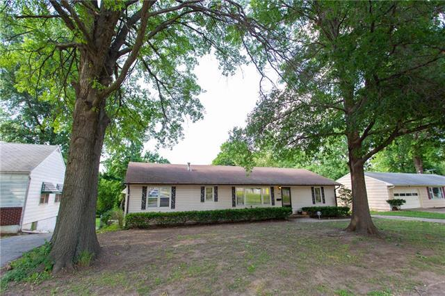 11706 E 32 Street, Independence, MO 64052 (#2117410) :: Edie Waters Network