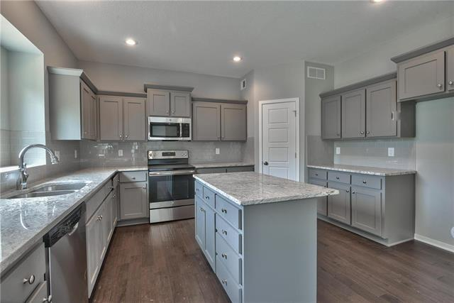 700 N Laurel Street, Gardner, KS 66030 (#2117423) :: Edie Waters Network