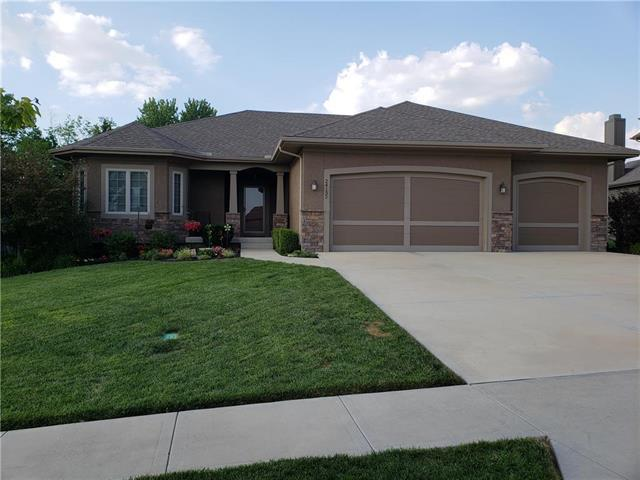 24132 W 95 Terrace, Lenexa, KS 66227 (#2117472) :: NestWork Homes