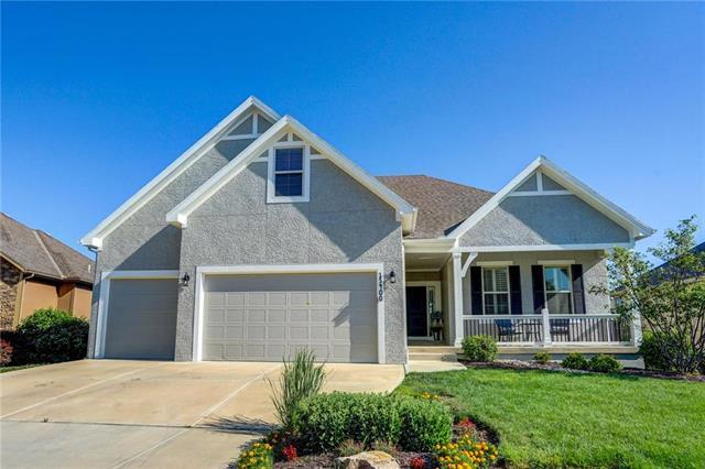 13400 W 173RD Place, Overland Park, KS 66221 (#2117482) :: Edie Waters Network
