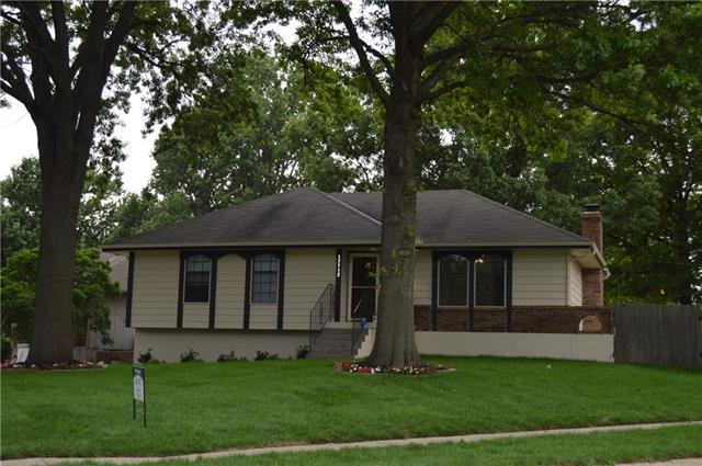 17112 E 7th Terrace Court, Independence, MO 64056 (#2117487) :: Edie Waters Network
